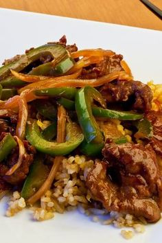 Weight Watchers Pepper Steak Recipe - 5 WW Freestyle Points 5 Smart Points - A low calorie Asian beef recipe steak recipes Skinny Recipes, Ww Recipes, Steak Recipes, Asian Recipes, Dinner Recipes, Cooking Recipes, Healthy Recipes, Recipe For Beef Round Steak, Gastronomia