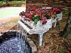 Un piano inutilisé devenu fontaine