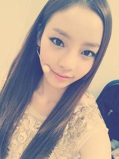 """KARA ハラ、長い髪に猫のような目のセルフショット""""女神の美貌"""" - PICK UP - 韓流・韓国芸能ニュースはKstyle"""