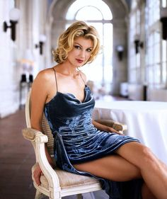faith hill...could i please find a dress like this...soooo pretty! Love that color and style!