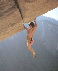 """Bouldering news and images of climbers. Sport originally derived from sport climbing, consisting in short sequences of """"moves"""" that requires huge levels of strenght on the forearms & fingers, and different special tecniques. Rock Climbing Workout, Sport Climbing, Climbing Wall, Ice Climbing, Mountain Climbing, Trekking, Yosemite Climbing, Cool Pictures, Cool Photos"""