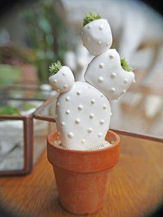 Ftiche Mon Petit Cactus Sparkling Phosphorescent: Home Accessories By A -… - Dekoration Ideen Diy Clay, Clay Crafts, Diy And Crafts, Rock Cactus, Cactus Art, Decoration Cactus, Diys, Stone Crafts, Salt Dough