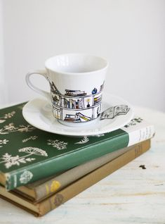 Hand painted porcelain tea cup and saucer Book A por roootreee