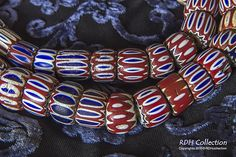 Oude chevron kralen uit de 17/18e eeuw. Old six Layer 'Womans' Chevron beads 17/18 th century Some outher layers have been stripped off, giving the appearance of brick red chevrons!