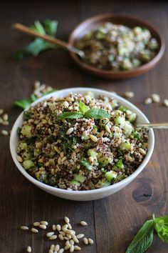 Refreshing tri-color quinoa salad with cucumber, mint, and lime dressing… color quinoa recipe Cooling Tri-Color Quinoa Salad with Cucumber, Mint, and Lime Dressing Healthy Food List, Super Healthy Recipes, Healthy Salad Recipes, Healthy Foods To Eat, Healthy Snacks, Vegetarian Recipes, Healthy Eating, Cooking Recipes, Delicious Recipes