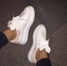 Alexander McQueen Sneaker beautiful, and fashion Sneakers Mode, Sneakers Fashion, Fashion Shoes, Shoes Sneakers, 90s Fashion, Alexander Mcqueen Sneakers, Cute Shoes, Me Too Shoes, Mcqueen Trainers