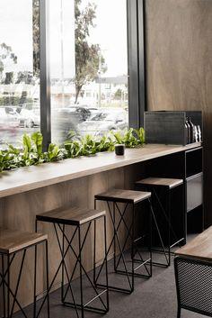 Magnífico, rotundo, elegante y de cierto aire masculino, Morris and Heath en las afueras de Melbourne, realizado en madera yuxtapuesta a h...