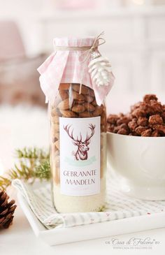 Gebrannte Mandeln-Mix in der Flasche Rezept You are in the right place about diy gifts for grandparents Here we offer you the most beautiful pictures about the diy gifts videos you are looking for. Jar Gifts, Food Gifts, Christmas Time, Christmas Gifts, Christmas Wrapping, Diy Cadeau Noel, Homemade Gifts, Diy And Crafts, Food And Drink