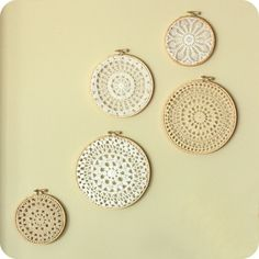 Use Embroidery Hoops to Hang Vintage Doilies - A great way to showcase those old pieces of crochet hiding away in the cupboard Doilies Crafts, Crochet Doilies, Lace Patterns, Crochet Patterns, Doily Art, Doily Wedding, Vintage Embroidery, Embroidery Hoops, Lace Embroidery