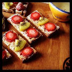 @Nordquist Maurine #tartines #sucre#poilane #painpoilane #gouter #teatime #miam#fraises #strawberries