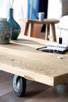 coffee table w/ casters