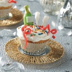 Celebrate this New Year with some festive New Year Cupcakes. Use your favorite cupcake recipe and create unique New Years Eve party...