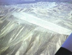 Nazca -This roughly 60-m-wide, 700-m-long runway, superimposed on zigzags, extends over several mountain summits, which first had to be levelled