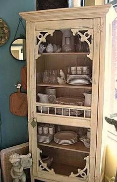 Super old screen door repurposed shabby chic 27 ideas Refurbished Furniture, Repurposed Furniture, Shabby Chic Furniture, Shabby Chic Decor, Furniture Makeover, Painted Furniture, Repurposed Doors, Dresser Repurposed, Recycling Furniture