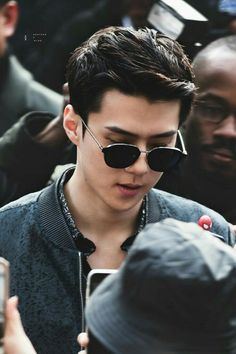 Foto Sehun Exo, Exo Chanyeol, Birthday Surprise For Husband, Round Sunglasses, Mens Sunglasses, Another A, Z Cam, Exo Members, David Beckham