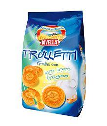 Biscuits Divella Trulletti with full-fat milk