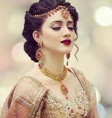 Pretty Pakistani bride More Mehrab Pakistani Bridal Makeup, Indian Bridal Wear, Asian Bridal, Indian Bride Hair, Bride Makeup, Wedding Makeup, Wedding Bride, Bridal Looks, Bridal Style