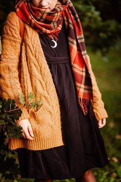 Outfit: Witchy ways - black dress with a chunky knit burnt orange cardigan and leather boots Source by - Fall Outfits, Cute Outfits, Fashion Outfits, Womens Fashion, Fashion Trends, Halloween Outfits, Emo Fashion, Diy Halloween, Summer Outfits