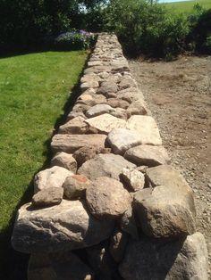 Stenmur Garden Retaining Wall, Sloped Garden, Retaining Walls, Rock Wall Landscape, Landscape Borders, Line Stone, Dry Stone, Rock Wall Gardens, Garden Stairs