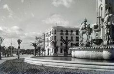 Plaza de la Independencia (Luceros). Detalle de la fuente Año: 1932. Hasta 1934 la plaza  recibió el nombre de Plaza de la Independencia. En esa fecha pasó a llamarse Plaza Cataluña nombre que tras varios vaivenes mantuvo hasta 1939. Mas tarde su actual nombre de Luceros
