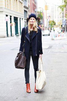 Manteau ki ressemble à celui d'H&M, avec magnifiques boots cognac.