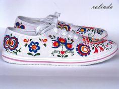 Obuv - Folklórní tenisky - Slovácko I. - 4529251_ Folk Fashion, Womens Fashion, Sharpie Shoes, Polish Folk Art, Textiles, Painted Shoes, Dress Up, Sneakers, Creative