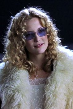 """See who has worn the best sunglasses on film—from Lolita to Thelma and Louise: Kate Hudson as Penny Lane in """"Almost Famous"""" - 2000 Fashion Tv, Retro Fashion, Fashion Design, Celebrity Sunglasses, It's All Happening, Seventies Fashion, Rachel Green, Movie Costumes, Halloween Costumes"""