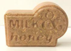 Oatmeal Melt and Pour Soap Recipe - Teach Soap Soap Making Recipes, Soap Recipes, Diy Soap Bubbles, Soap Bomb, Soap Melt And Pour, Soap Tutorial, Oatmeal Soap, Honey Soap, Soap Maker