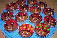 ▷ Muffins for the children's birthday - 4 tasty and fast recipes Matilda, Kindergarten Snacks, Cookie Cake Designs, Tiger Cake, Fox Cookies, Pumpkin Spice Cupcakes, Bear Cakes, Fall Desserts, Cakes And More