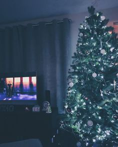 Who has their tree up then? In the geek household ours has been up a while and now the wife is putting the finishing touches with her small Christmas ornaments etc!  We are chilling watching a film (The Polar Express) really looking forward to Christmas in our new place