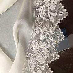 Crochet Tablecloth Pattern, Crochet Lace Edging, Crochet Cross, Crochet Patterns, Cross Stitch, Cute Outfits, Ruffle Blouse, Model, Handmade