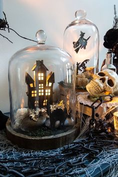 50 Cheap and Elegant Halloween Decorations - Spookedy Halloween and Fall - Galia Sto Halloween Cloche, Halloween Veranda, Diy Halloween Home Decor, Spooky Halloween Decorations, Halloween Scene, Halloween Poster, Vintage Halloween, Fall Halloween, Halloween Crafts