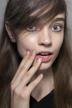 Manicure: trendy wiosna-lato 2015, Au Jour le Jour, fot. Imaxtree