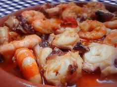 PULPO AL AJILLO CON LANGOSTINOS Pulpo Recipe, Superior Seafood, Vegan Chorizo, Veggie Stock, No Salt Recipes, Fish Recipes, Seafood Recipes, Mexican Food Recipes, Pescatarian Recipes