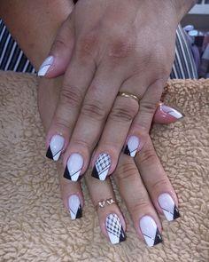 Great Ideas For Holiday Nails – Page 1520241817 – NaiLovely Ombre Nail Designs, Cute Nail Designs, Faded Nails, Nailart, Studded Nails, Luxury Nails, Gel Nail Art, Holiday Nails, White Nails