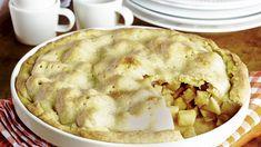 Leivo omenapiirakka Amerikan tyyliin! Apple pie -piirakassa mehevät omenapalat ovat piilossa taikinakuoren alla. Apple Pie, Baking, Desserts, Food, Pastries, Tailgate Desserts, Deserts, Bakken, Essen