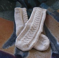 This is the 5th of 5 baby sock patterns that I've made for my niece and nephew. I hope you enjoy them. Find pattern here.