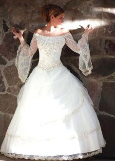 Medieval Wedding Dresses - This is close to what my dream wedding dress has been for years! Renaissance Wedding Dresses, Medieval Wedding, Celtic Wedding, Renaissance Gown, Irish Wedding, Beautiful Wedding Gowns, Perfect Wedding, Dream Wedding, Summer Wedding
