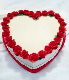 Cake design Ideas - Feel the love with this collection of inspiring heart shaped cakes, from a red velvet heard cake to a rainbow heart cake, metallic cupcakes, and Heart Shaped Birthday Cake, Heart Shaped Cakes, Heart Cakes, Cake Birthday, Pretty Cakes, Beautiful Cakes, Heart Shape Cake Design, Shape Design, Online Cake Delivery