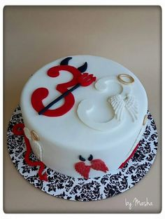 Fondant, Angel Y Diablo, Food Art For Kids, Funny Cake, Ange Demon, 18th Birthday Party, Heaven And Hell, Themed Cakes, Cake Decorating