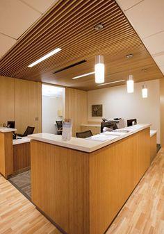 True Family Women's Cancer Center Nurse's Station Pharmacy Design, Medical Design, Healthcare Design, Modern Office Design, Modern Interior Design, Modern Offices, Healthcare Architecture, Nurses Station, Ceiling Plan