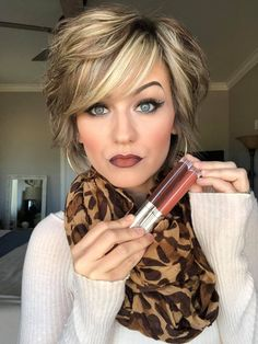 Ombré Lip- 20 Stunning Looks to Try Right Now – The Bluegrass Housewife – hair – ombre Bobs For Thin Hair, Short Hair With Layers, Layered Hair, Short Hair Cuts, Ombre Lips, My Hairstyle, Pixie Haircut, Lip Colors, Hair Trends