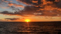 Kauai Sunset Beautiful sunset on the sea. We took the Kauai captain Andy's sunset dinner cruise. Sunset Pictures, Nature Pictures, Sunset Pics, Sky Gif, Photos Bff, Sky Aesthetic, Aesthetic Videos, Travel Aesthetic, Aesthetic Photo
