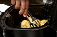 Deze kaasballen maak je heel gemakkelijk in de Airfryer! Low Fat Fryer, Actifry, Multicooker, Air Fryer Recipes, Fodmap, Tapas, Recipies, Vegan Recipes, Oven
