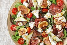 Σαλάτα με Σύκα, Προσούτο, Αχλάδι και Κατσικίσιο Τυρί Salad Bar, Cobb Salad, Dips, Always Hungry, Dressing Recipe, Caprese Salad, Cantaloupe, Salad Recipes, Fruit