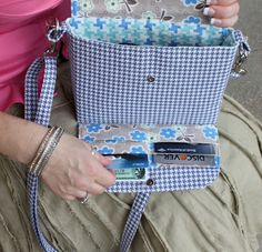 Great purse design. It has a built in wallet that snaps up. http://www.sewserendipity.com/product_info.php?products_id=163 direct link to the pattern in her shop