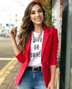 blazer vermlho, t shirt Mode Outfits, Chic Outfits, Trendy Outfits, Fall Outfits, Fashion Outfits, Blazer Outfits Casual, Business Casual Outfits, Mode Ab 50, Look Blazer