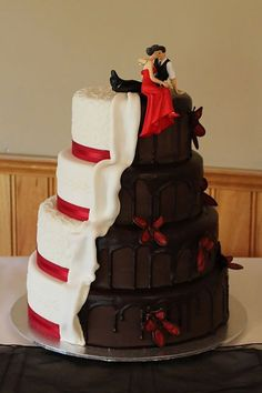 24 Most Amazing Wedding Cakes Pictures & Designs ❤️ If you want guest to talk about the cake long after the wedding, take a look of gallery amazing wedding cakes pictures & designs. See more: http://www.weddingforward.com/wedding-cakes-pictures/ #weddings #cakes
