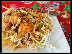 Thai Fried Noodles with Mung Beans and Peanuts {aka Pad Thai} | Art & Kitchen