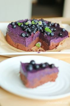 A great raw blueberry-chocolate cake, I've already tried it once. Vegetarian Desserts, Healthy Desserts, Raw Food Recipes, Snack Recipes, Blueberry Chocolate, Blueberry Cake, Raw Chocolate, Cupcakes, Cupcake Cakes